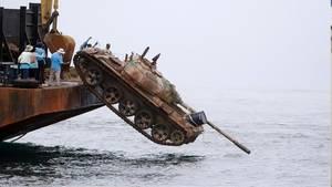 http://www.maxisciences.com/recyclage/des-chars-d-039-assaut-jetes-a-la-mer-en-thailande_art34115.html