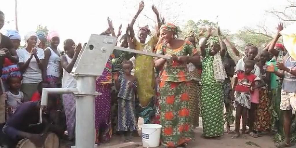 http://www.europe1.fr/international/elle-fait-marathon-et-revient-avec-un-puits-pour-son-village-2432905#