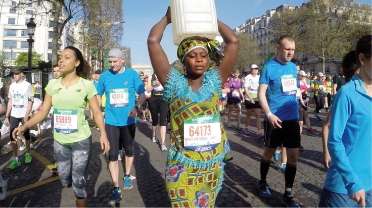http://www.ibtimes.co.uk/paris-marathon-gambian-mother-captivates-crowds-by-walking-20kg-water-container-head-1496271