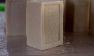 http://www.liberation.fr/monde/2013/12/23/faso-soap-arme-antipalu-a-bas-prix_968652