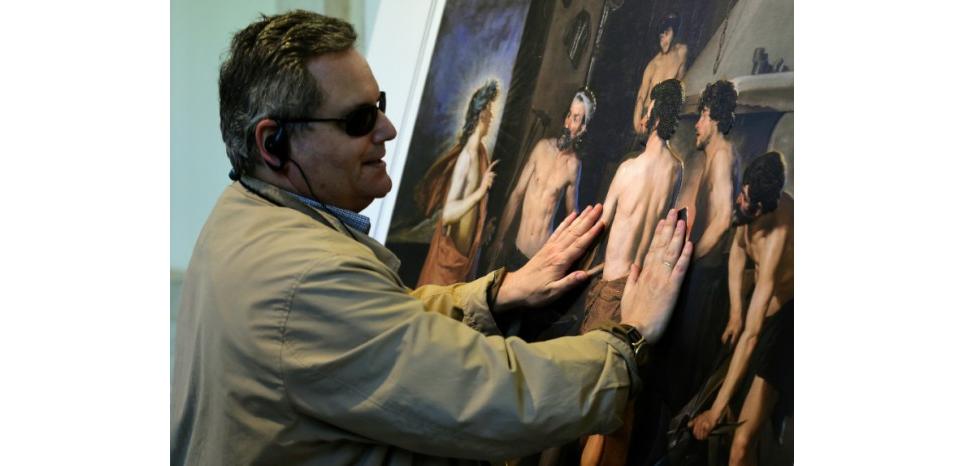 http://tempsreel.nouvelobs.com/culture/20150717.AFP3953/autorisation-de-toucher-les-musees-espagnols-ouvrent-leurs-portes-aux-aveugles.html