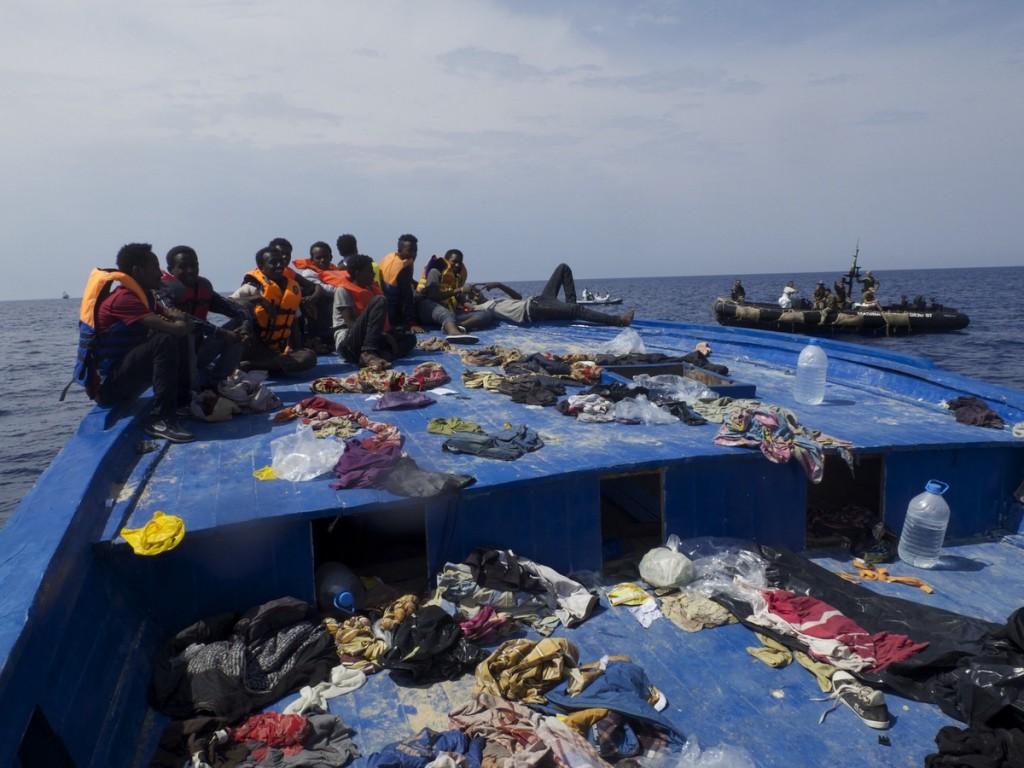 Vue d'une embarquation où se trouvaient des migrants (Méditerrannée)