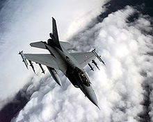https://fr.wikipedia.org/wiki/General_Dynamics_F-16_Fighting_Falcon#/media/File:Norwegian_F16A_over_Balkans.jpg