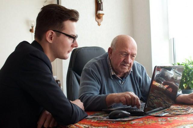 http://www.lapresse.ca/vivre/societe/201412/02/01-4824443-aux-pays-bas-etudiants-et-aines-cohabitent-en-maison-de-retraite.php