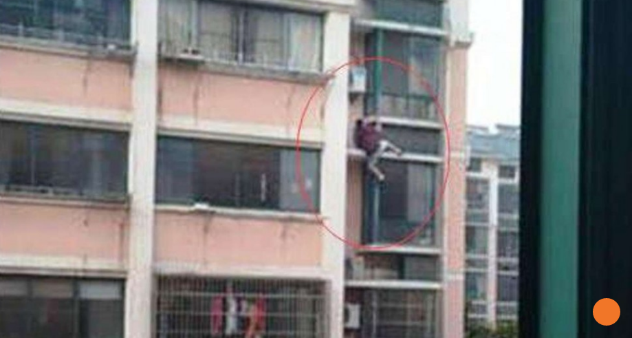 http://www.scmp.com/news/china/society/article/1965912/chinese-city-rewards-modest-hero-who-climbed-six-floors-rescue