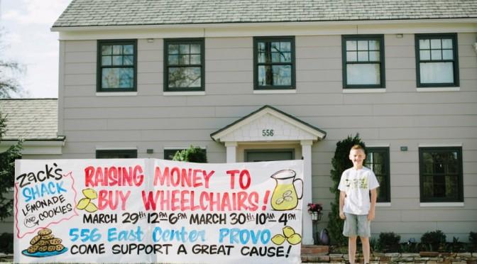 USA : Depuis 5 ans, Zack (11 ans) en vendant de la limonade et des cookies, a récolté assez d'argent pour offrir 330 chaises roulantes à des handicapés