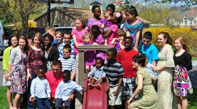 Famille : Ils ont 34 enfants, 5 naturels et 29 adoptés et beaucoup d'amour à partager